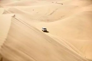 Africa, Namibia, Namib-Naukluft National Park, Namib desert, desert dunes, off-road vehicle