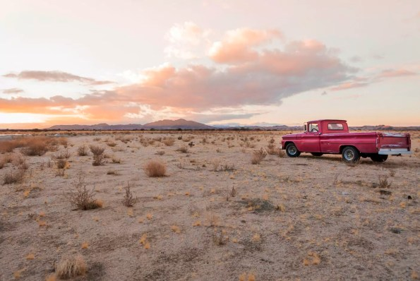 USA, California, Joshua Tree, Pick-Up truck in the desert of Joshua Tree
