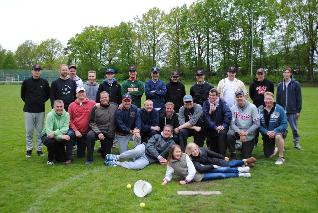 Baseball am Vatertag in Holm: eine Tradition mit Spaß und dem einen oder anderen Bierchen ;-)