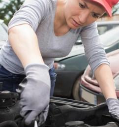 female mechanic at work [ 1439 x 625 Pixel ]