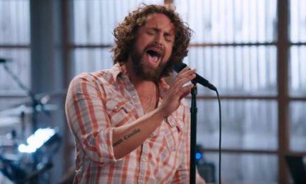 Johnny-Team-Adam-The-Voice-NBC-620x374