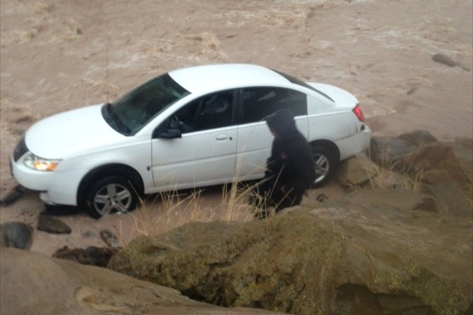 Car in Water_6954005769729428673