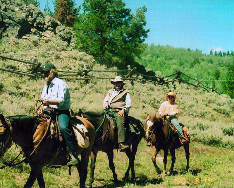 horseback-riding-in-WY