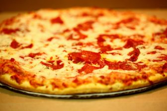 Cheese_and_Pepperoni_Pizza_(4825046245)