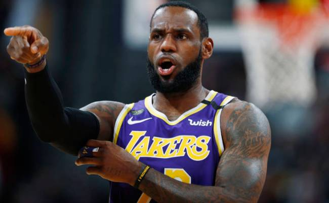 James Triple Double Davis 33 Points Lead Lakers Past