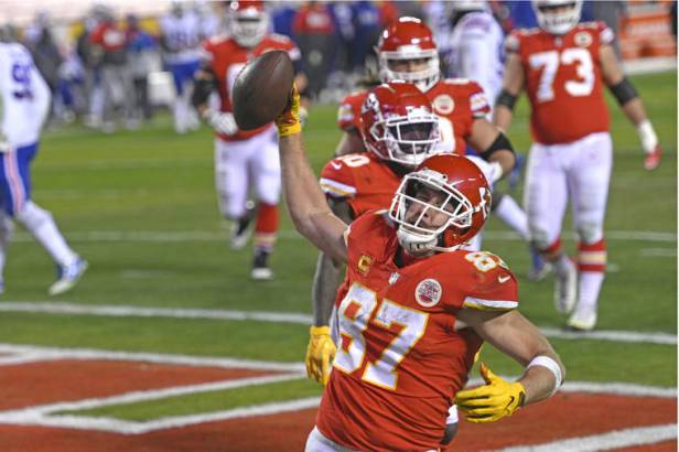 Gronk, Kelce revolutionized tight end spot in different ways