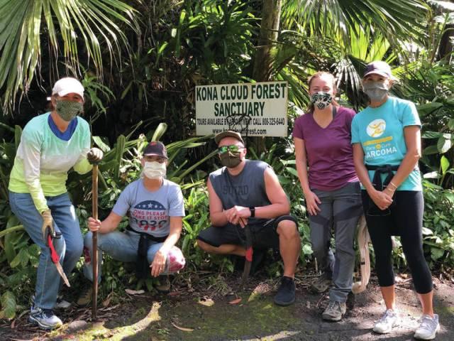 Volunteers help in Kona's cloud forest