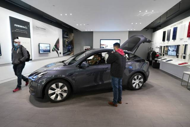 Government, consumers want lower EV prices, but automakers still pricing high