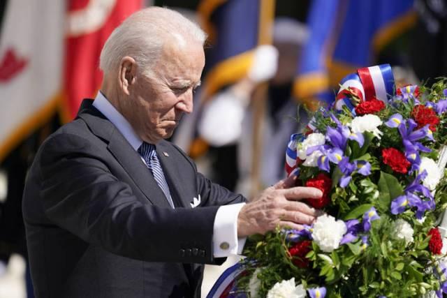 Biden honors war dead at Arlington, implores nation to heal