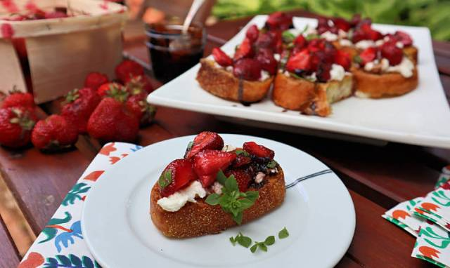 Gretchen's table: Strawberry and cheese bruschetta tastes like summer