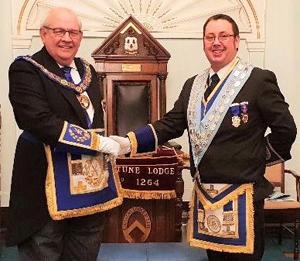 Phil Gunning (left) congratulating David Campbell.
