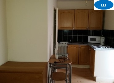 Studio flat to rent in West Bromwich