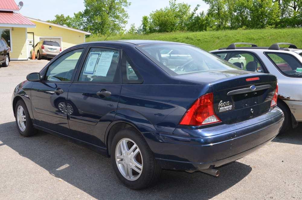 medium resolution of 2003 ford focus se sedan 4d full