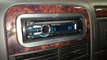 Jeep Grand Cherokee Bluetooth Hands-Free and iPod Integration