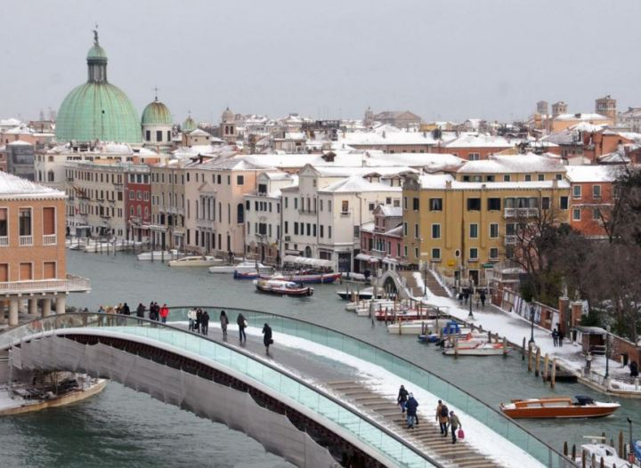 venice winter bridge