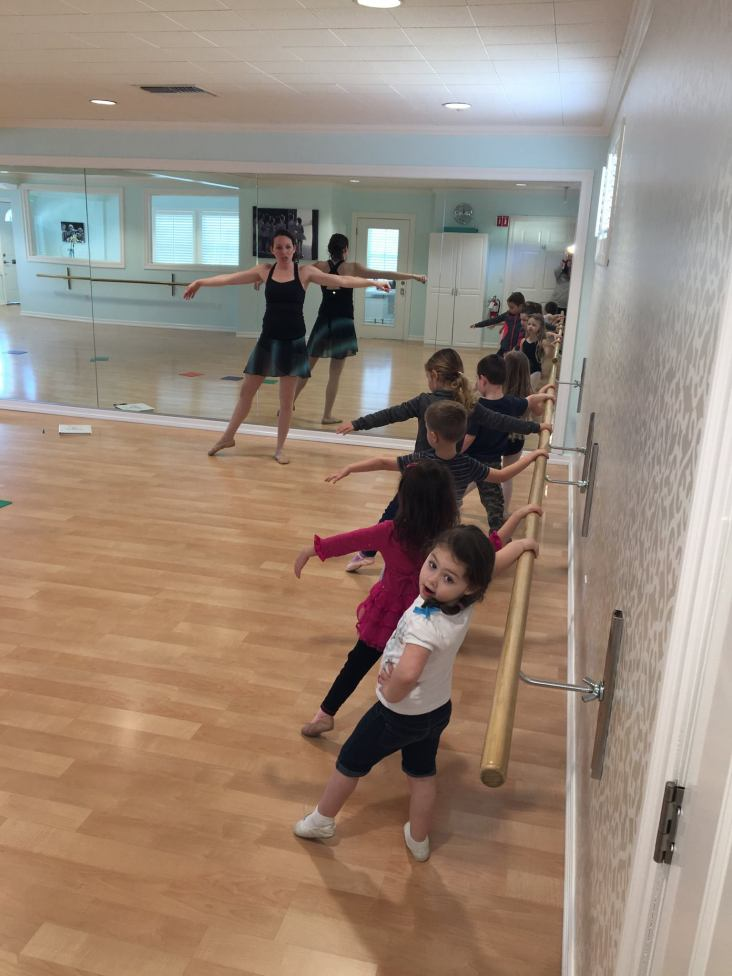 5.In-the-middle-of-a-dance-lesson-for-children