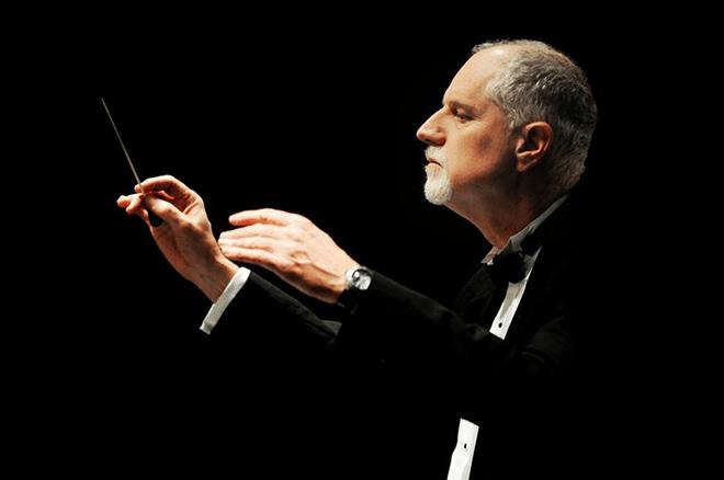 photo of Jonathan Lane conducting