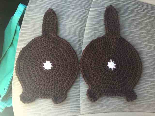 Free Cat Butt Potholder Crochet Pattern - This free cat butt potholder crochet pattern is purrrrfect for all the cat loving cooks out there. Make them as a gift, keep for yourself, or both. - We Three Shanes