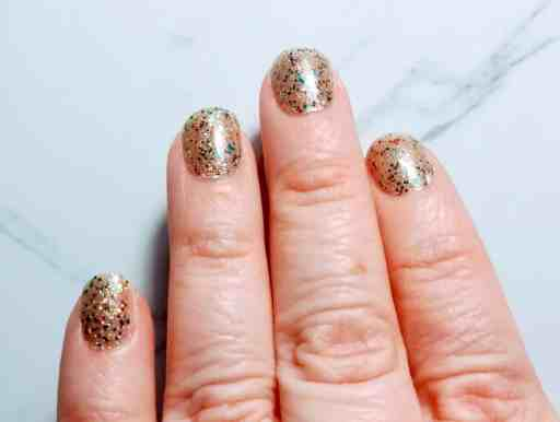 Nail polish strips aren't really a fresh idea but Color Street nails are one of the newer forms to appear on the market. People are raving about these stylish, 100% nail polish strips so I thought I'd share my review as a non-seller. | We Three Shanes