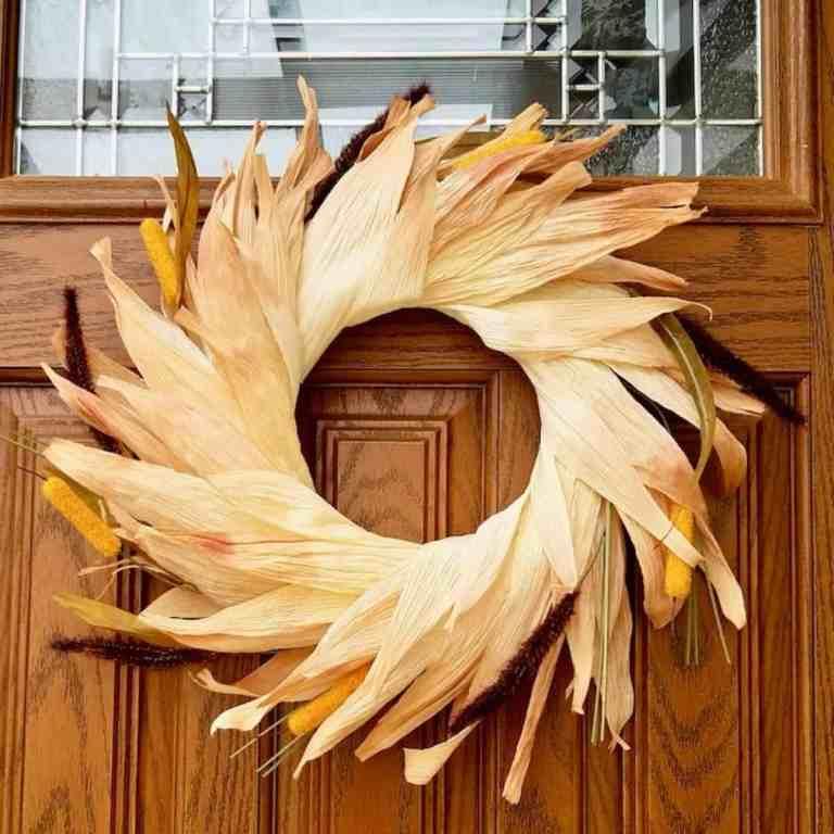 How to Make a Colorful Corn Husk Wreath