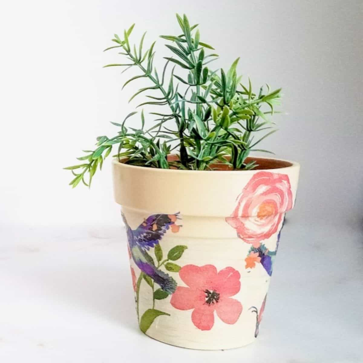 How to Decoupage Terra Cotta Pots With Napkins