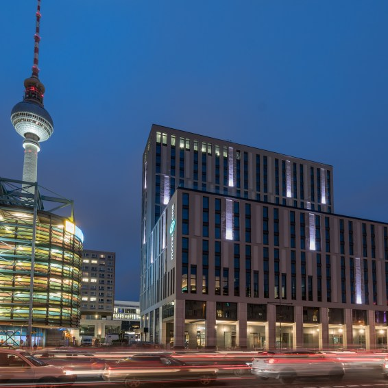 Motel_One_Berlin_Alexanderplatz_Facade