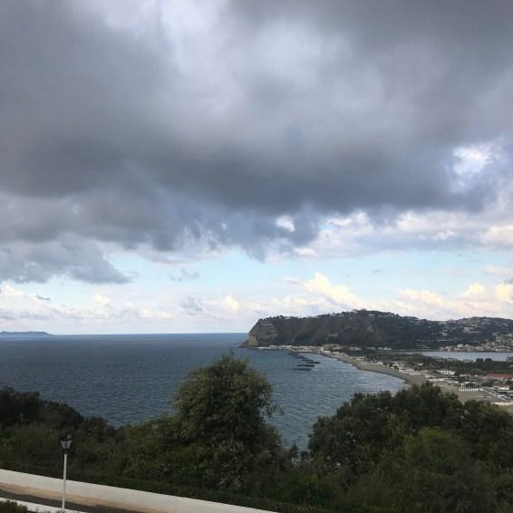Vista verso Nord, sulla sinistra Procida e Ischia