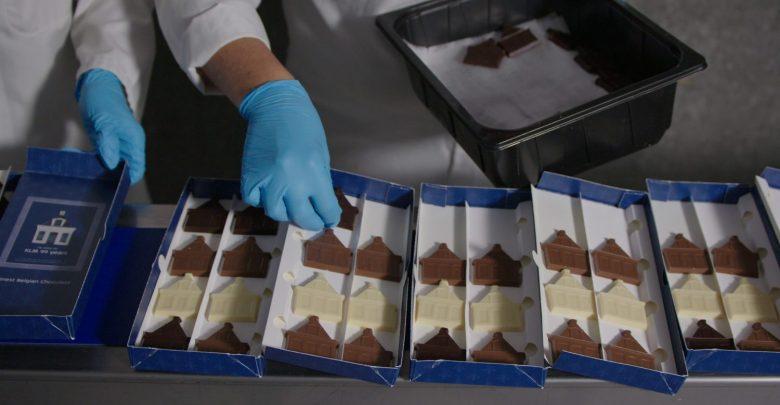 Barry Callebaut confeziona le tipiche casette di cioccolato per KLM con cioccolato certificato UTZ