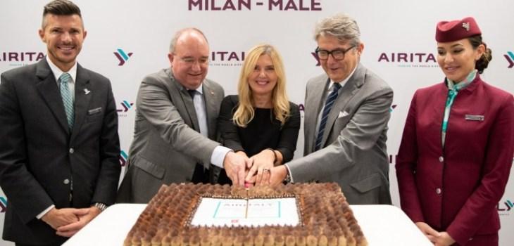 Taglio della torta volo inaugurale SAir Italy Milano Malpensa Male