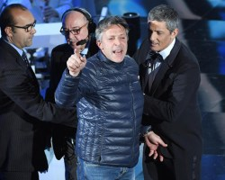 Sanremo 2018, chi è l'uomo che ha fatto irruzione sul palco?
