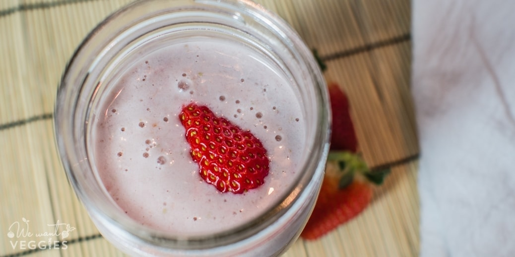 Strawberry Almond Oat Smoothie