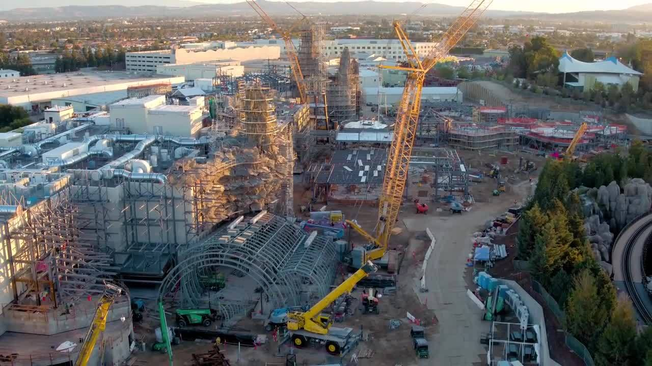 Fly_over_construction_site_of__Star_Wars_0_20180310005830