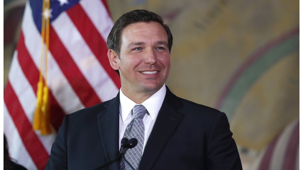 Gov__DeSantis_signs_order_to_fight_algae_1_20190110224435