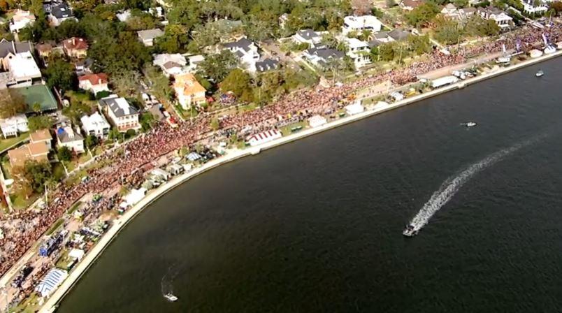 gasparilla crowd along bayshore_548873
