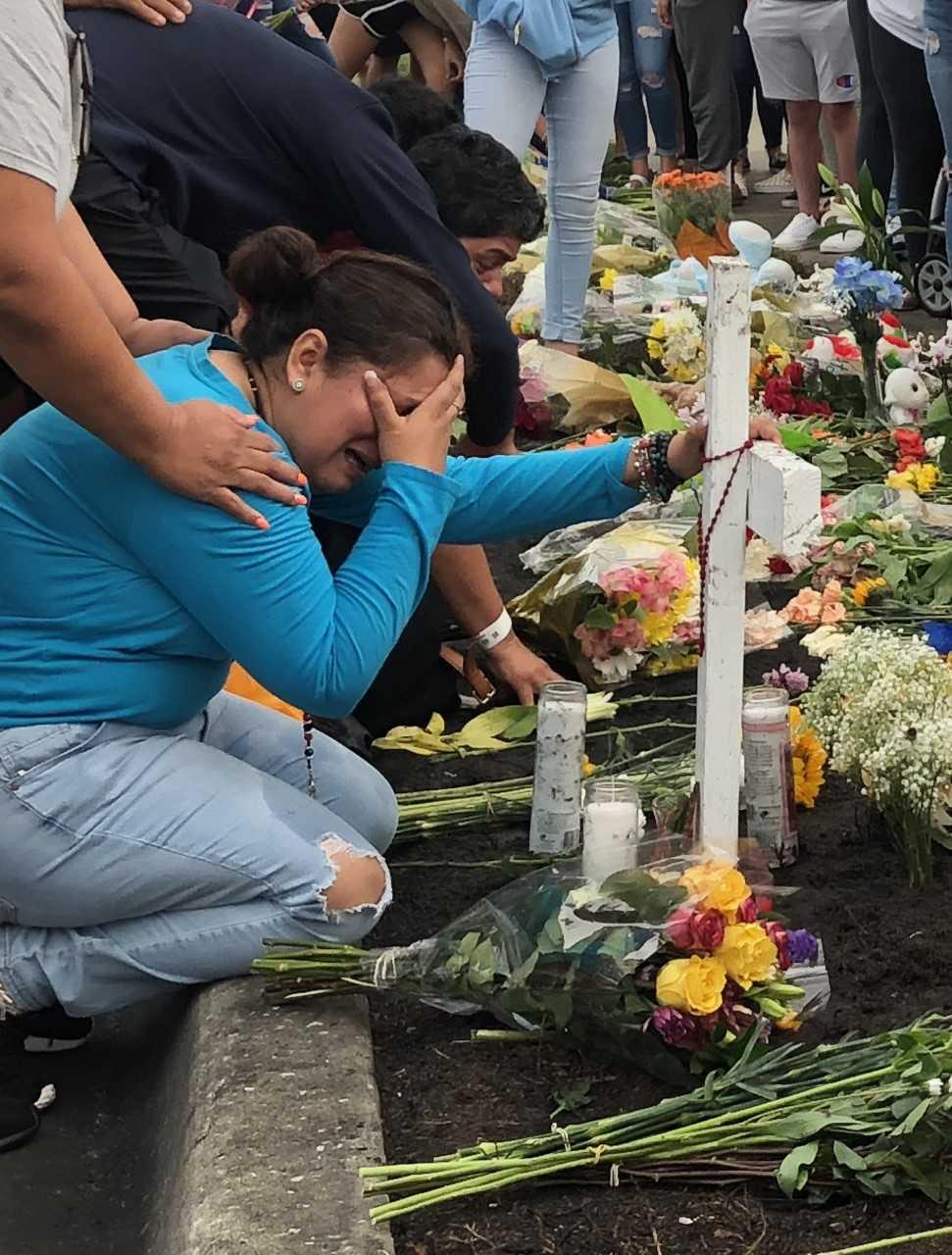 Hundreds gather in Sarasota to mourn 3 teens killed in crash