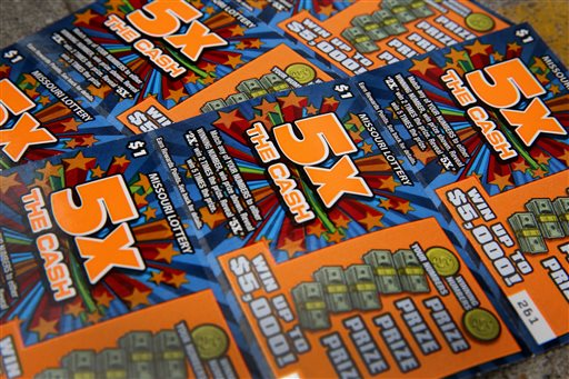 Pasco County woman claims top prize for scratch-off lottery game | WFLA