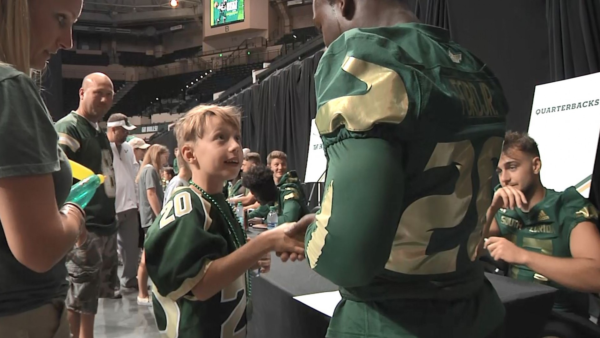 USF RB Johnny Ford goes out of his way to meet 8-year-old fan | WFLA