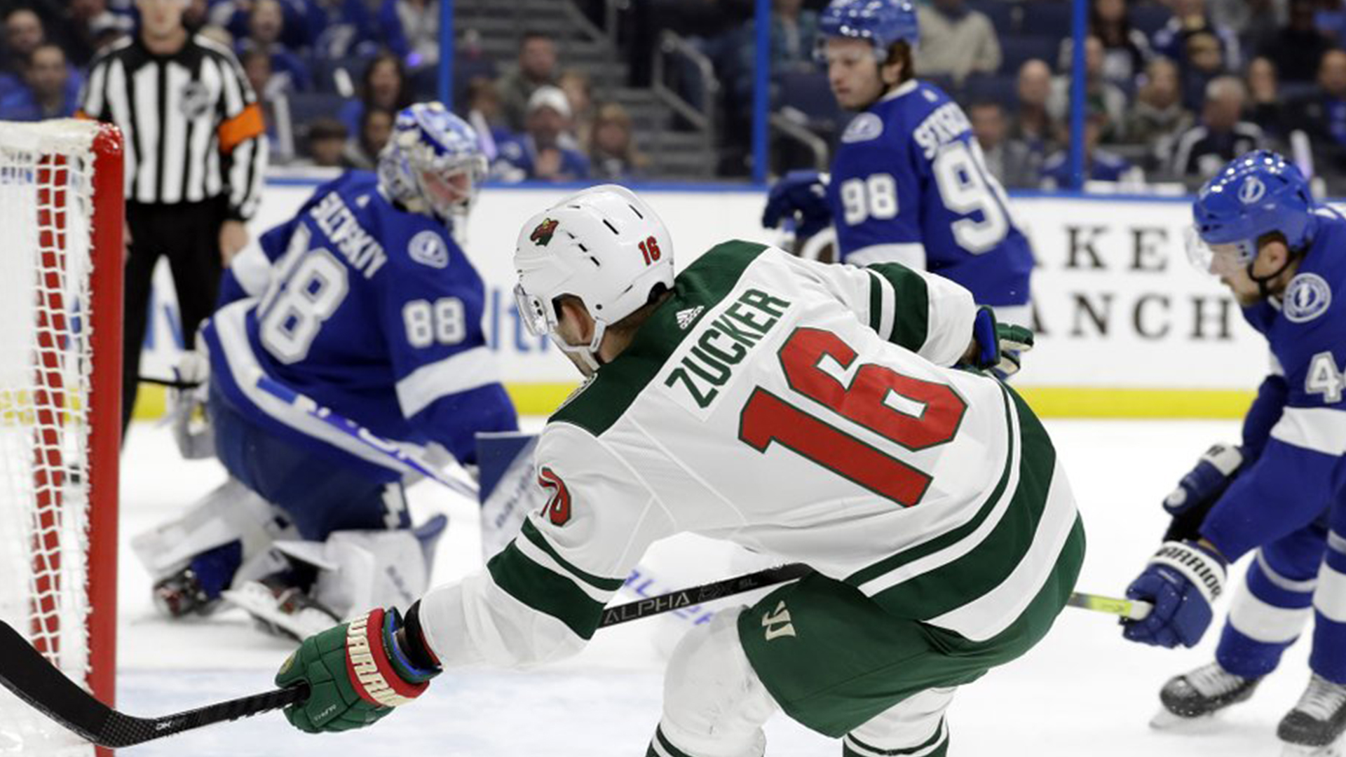 Zuccarello Leads Streaking Wild To 5 4 Win Over Lightning Wfla
