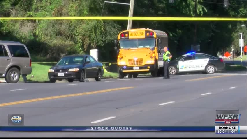 Parents hoping for crossing guard after child hit by car_17320582