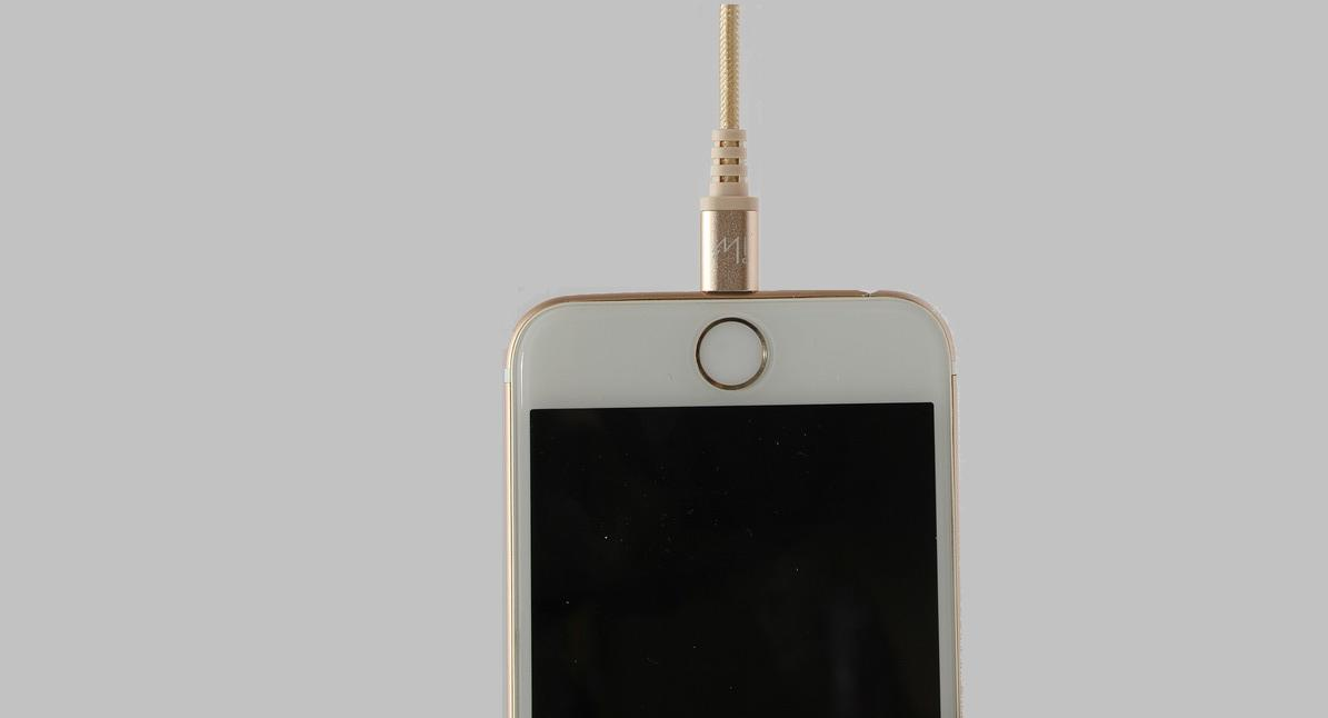 Hang Your iPhone Anywhere by Using Magnetic Attachment Unit of Apple