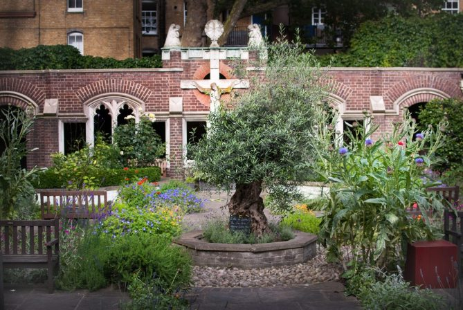 Cloister Gardens, Clerkenwell Road by What Dad Cooked
