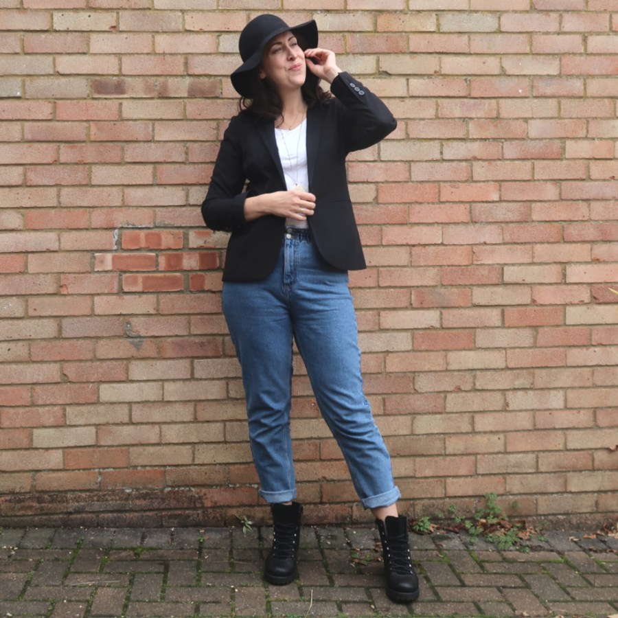 mom jeans smart casual style