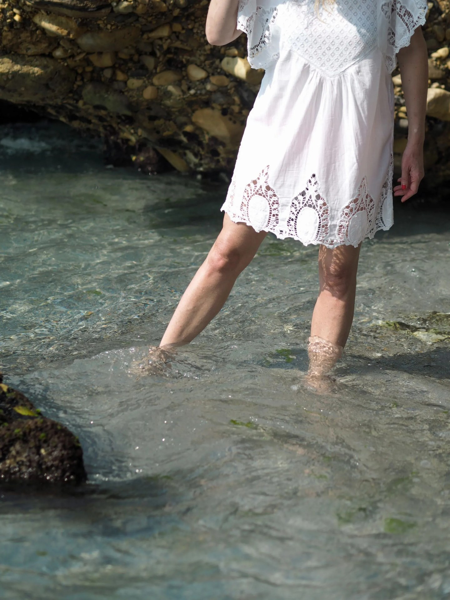 what-lizzy-loves-holiday-outfits-holidayoutfits-white-lace-beach-dress-nerja