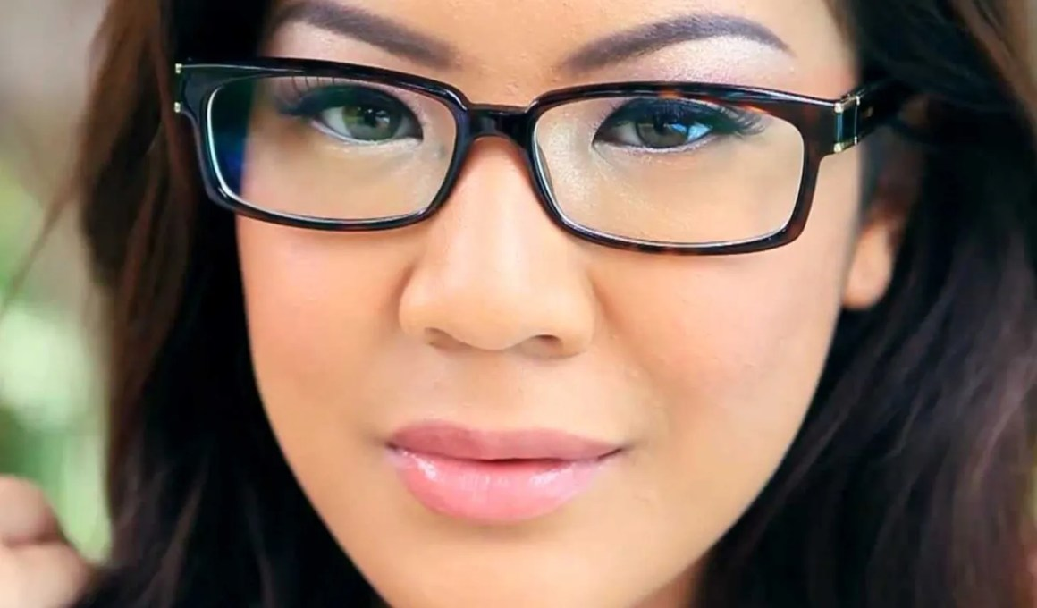 what-lizzy-loves-optometrist-makeup-tips-spectacle-wearers-glasses