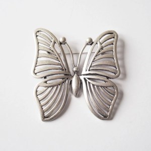 what-lizzy-loves-large-silver-butterfly-brooch