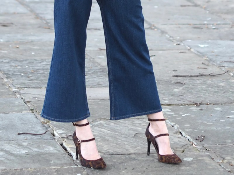 Cropped flared jeans and leopard shoes