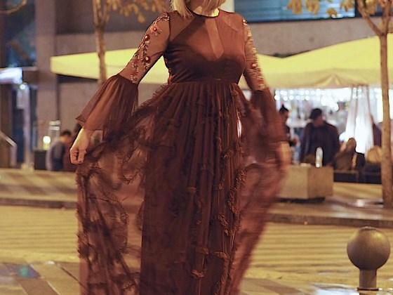 blogger what lizzy loves wears burgundy ruffled maxi dress