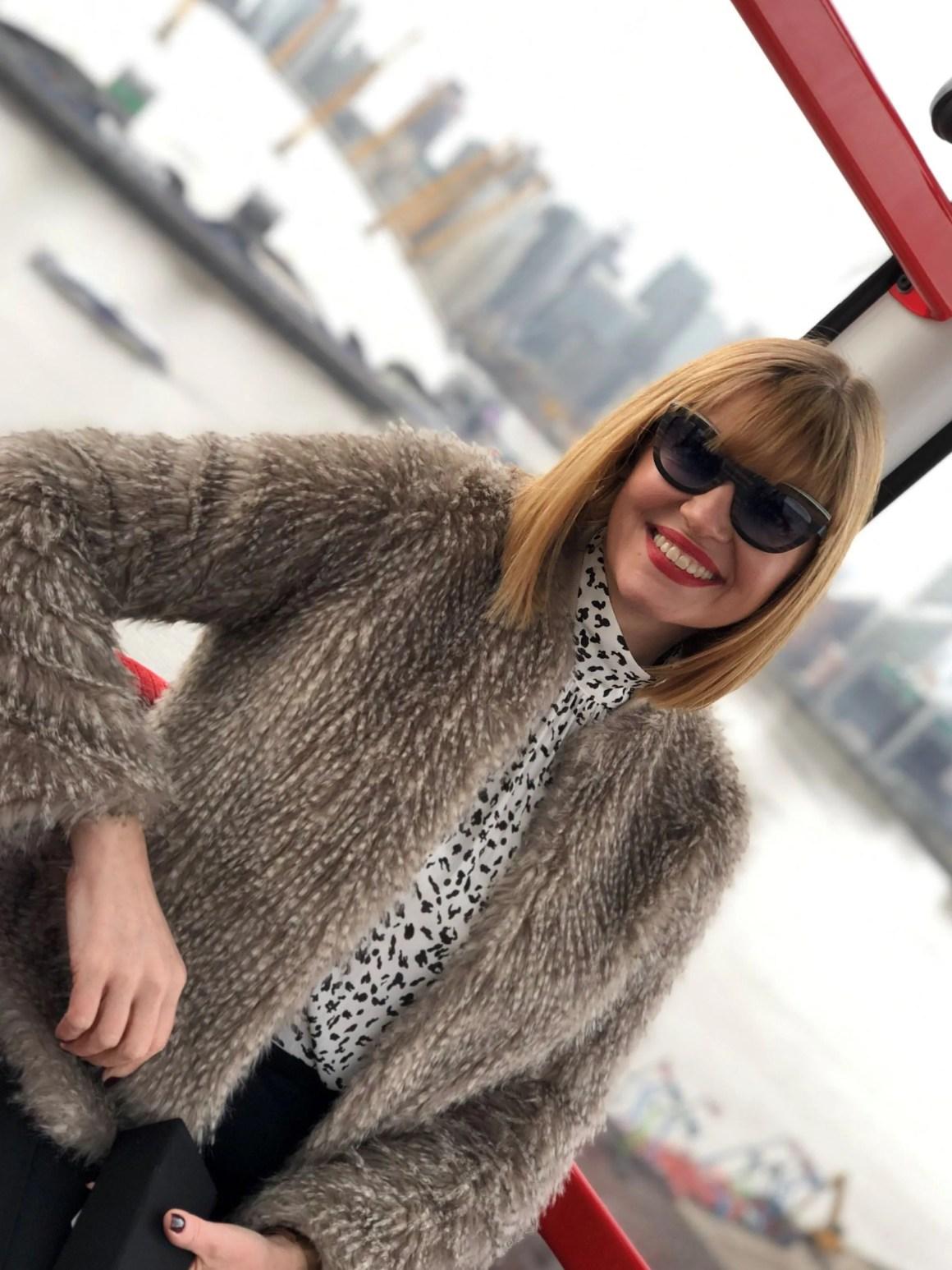 What Lizzy Loves wears Feb 31st frames