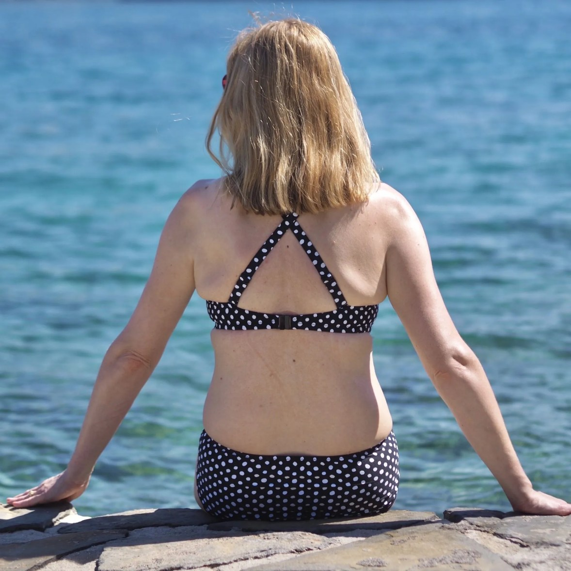 Holiday outfits: black spotted bikini