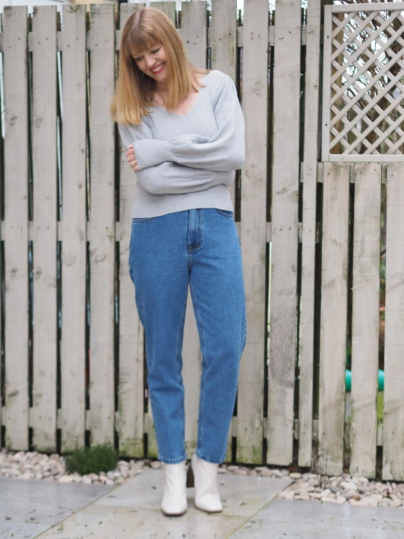 grey jumper and mom jeans